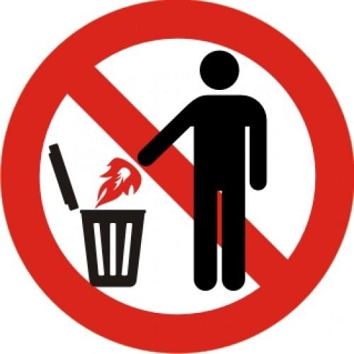 Табела или стикер Забранено изхвърлянето Запалени материали в коша Модел 24197